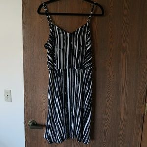 Apt. 9 black and white striped dress with pockets!
